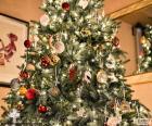 Arbre de Noël avec ornements