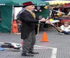 Clown en faisant jonglage, jongle ou jonglerie