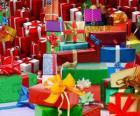 Tas de cadeaux de Noël avec des bells rubans