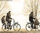 Famille dans bicyclette