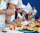 Groupe d'enfants faisant cuisiniers
