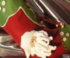 Chaussette de Noël décoré avec le visage du Père Noël et des boutons