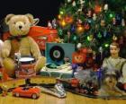 Beau cadeaux de Noël sous le sapin