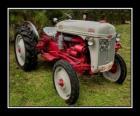 Vieux tracteur agricole