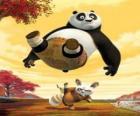 Le maître de Kung Fu Shifu coups de pied au cul de Po