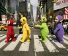 Po, Laa-Laa, Dipsy et Tinky Winky, traverser une rue