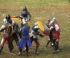 Soldats qui combattent avec des épées et boucliers