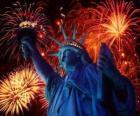 La Statue de la Liberté, monument sur une île dans le fleuve Hudson, près de Manhattan à New York