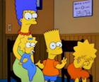 Marge avec leurs enfants Bart, Lisa et Maggie dans le bureau du médecin