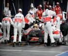 Lewis Hamilton dans une pit stop - McLaren - Melbourne 2010