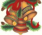 Ensemble de trois cloches ornées de décorations de Noël