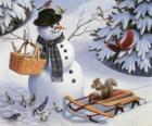 Bonhomme de neige avec un écureuil et plusieurs oiseaux autour de