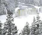 rivière gelée en hiver