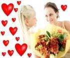 Fille avec un bouquet de fleurs pour sa mère et des coeurs rouges