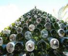 Arbre de Noël faite de 5000 bouteilles recyclées