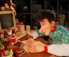 Arthur Noël, chargée de répondre aux lettres de tous les enfants du monde