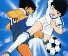 Captain Tsubasa à haute vitesse tout en contrôlant la balle