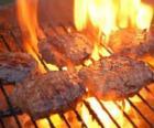 Hamburgers préparés à le barbecue