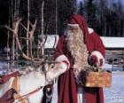 Père Noël donnant alimenter le renne