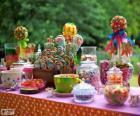 Table pleine de bonnes choses pour fêter un anniversaire