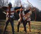 Archers, soldats médiévaux, armés d'un arc