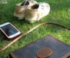 Mobile, sac et chaussures de sport