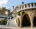 Le Parc Güell est un parc public avec jardins et éléments architecturaux situés dans la ville de Barcelone, conçu par l'architecte Antoni Gaudí. Site du patrimoine mondial depuis 1984
