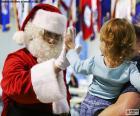 Fille et Santa Claus