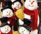 Cinq bonhommes de neige
