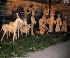 Une belle scène de la Nativité où les figures sont faites de paille