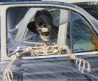 Squelette dans une voiture, squelette Halloween