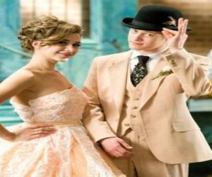 Puzzle Ryan Evans (Lucas Grabeel) le long de Kelsi Nielsen (Olesya Rulin) dans le musicale