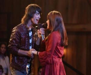 Puzzle Shane (Joe Jonas) chantant ainsi Mitchie Torres (demi Lovato) lors de la Final Jam