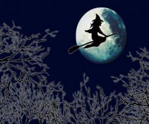 Puzzle Sorcière méchante de son balai magique volant vers le château sur une nuit de pleine lune