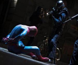 Puzzle Spider-Man, capturé par la police
