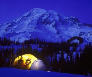Puzzle Tente dans les montagnes pour les vacances