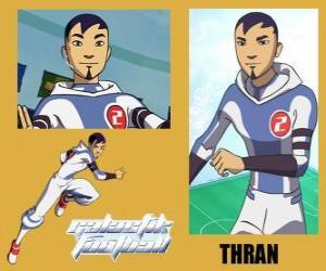 Puzzle Thran est le moyen de défense de l'équipe de football galactique Snow-Kids avec numéro 2