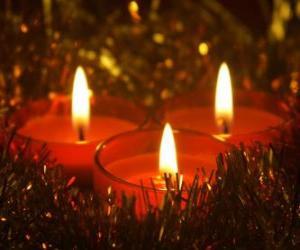 Puzzle Trois bougies de Noël avec mèche allumée