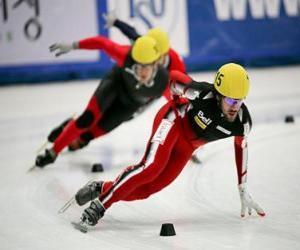 Puzzle Trois patineurs dans une course de patinage de vitesse