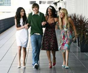 Puzzle Troy Bolton (Zac Efron) avec ses amis Gabriella Montez (Vanessa Hudgens), Taylor (Monique Coleman) et de Sharpay Evans (Ashley Tisdale)