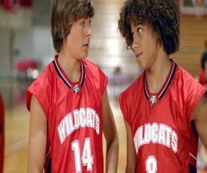 Puzzle Troy Bolton (Zac Efron) et Chad (Corbin Bleu), avec le tee-shirt Wildcats