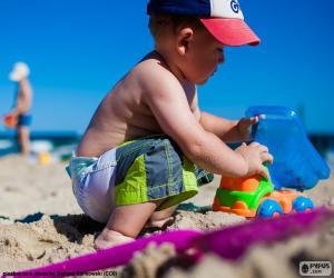 Puzzle Un enfant qui joue sur la plage