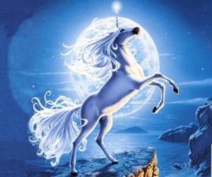 Puzzle Unicorn - Jeune cheval avec une corne en spirale