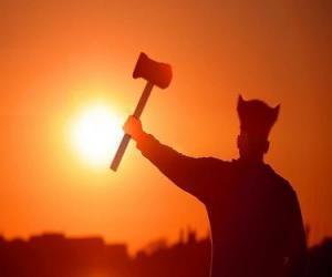 Puzzle Viking armé d'une hache