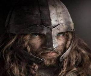 Puzzle Visage de viking avec moustache et barbe et avec le casque