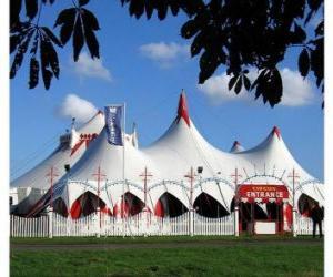 Puzzle Vue extérieure d'un chapiteau du cirque en vue de la fonction ou de performance